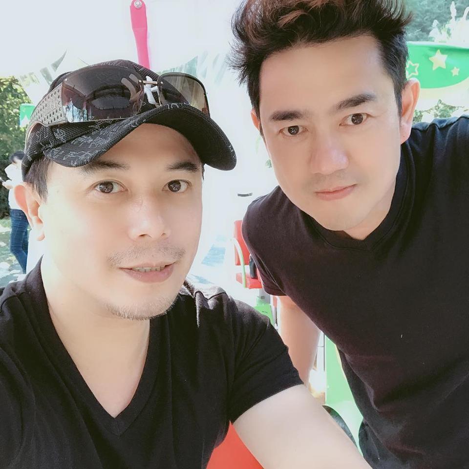 陳俊生(右)和馬幼興過年春遊,50歲依然凍齡。圖/摘自臉書