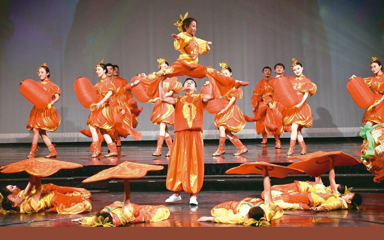 雲南民族舞蹈「賀新春」。 圖/本報高雄傳真