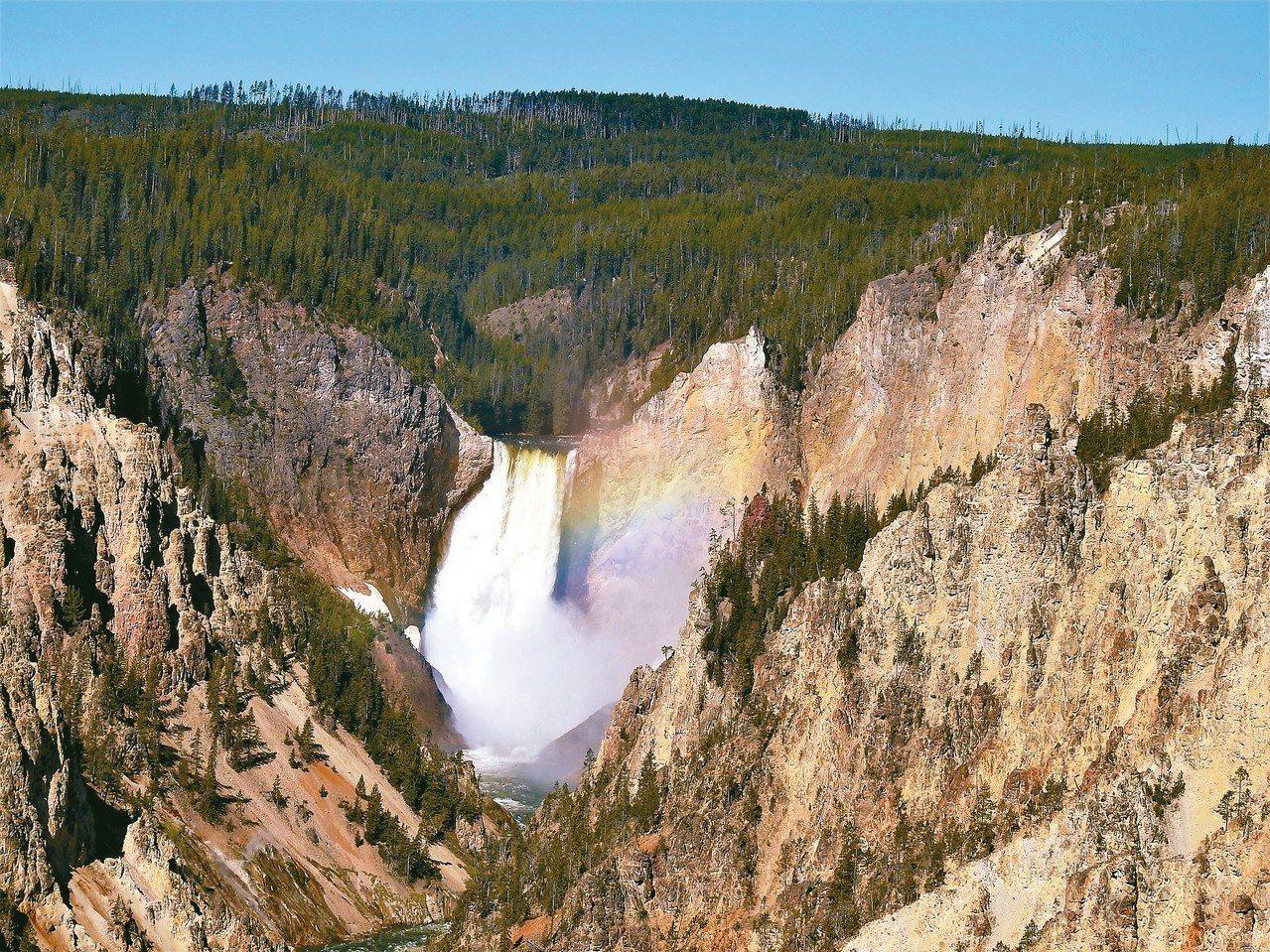 黃石國家公園內的黃石大瀑布相當壯觀。 圖/有行旅提供