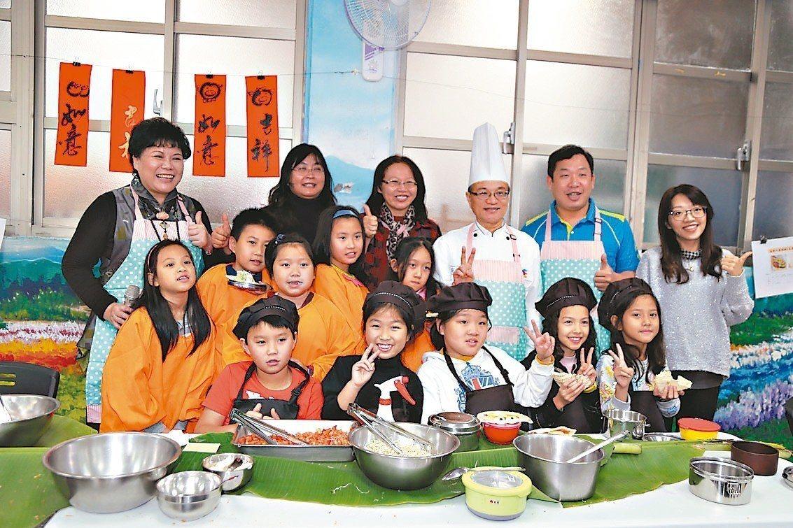 昨天是開學日,台北市教育局宣布新學期將有6所學校推動 「早餐實作試辦計畫」。 記...