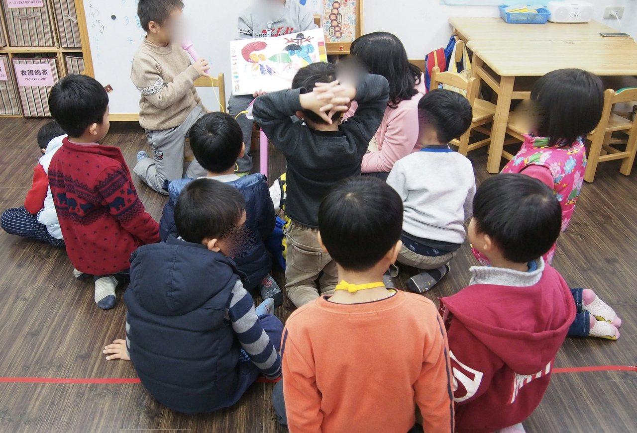 幼兒園兒虐及學校不當管教案件頻傳,立法院擬修法規定學校及幼兒園教室裡裝設監視器。...