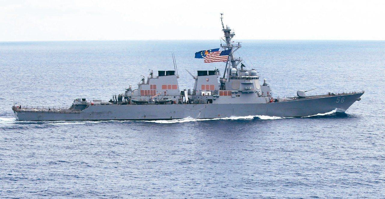 美軍驅逐艦馬侃號,曾駛近南海美濟礁六浬內海域。 美聯社資料照