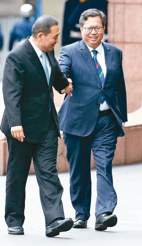 新北市長侯友宜(左)與桃園市長鄭文燦今天舉行「侯鄭會」,雙方針對捷運、觀光、防疫...