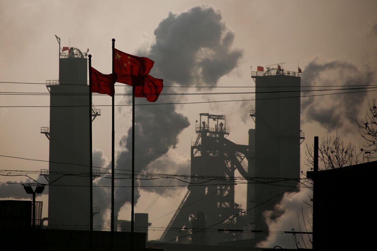 中國大陸經濟減緩使陸企財務烏雲罩頂。 (路透)