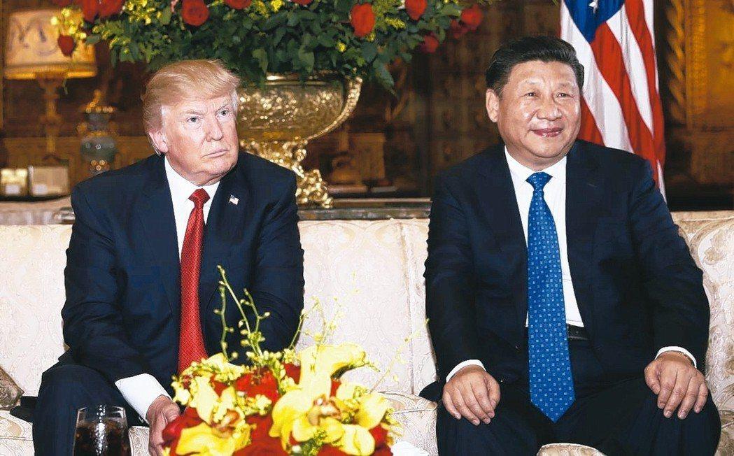 美國總統川普(左)與中國國家主席習近平2017年4月在海湖莊園首度會面。 美聯社