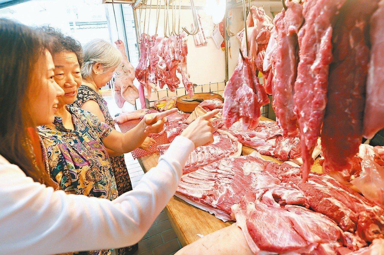 台灣雖沒有非洲豬瘟疫情,但從春節前就引發民眾恐慌,豬肉消費力降低。 圖/聯合報系...