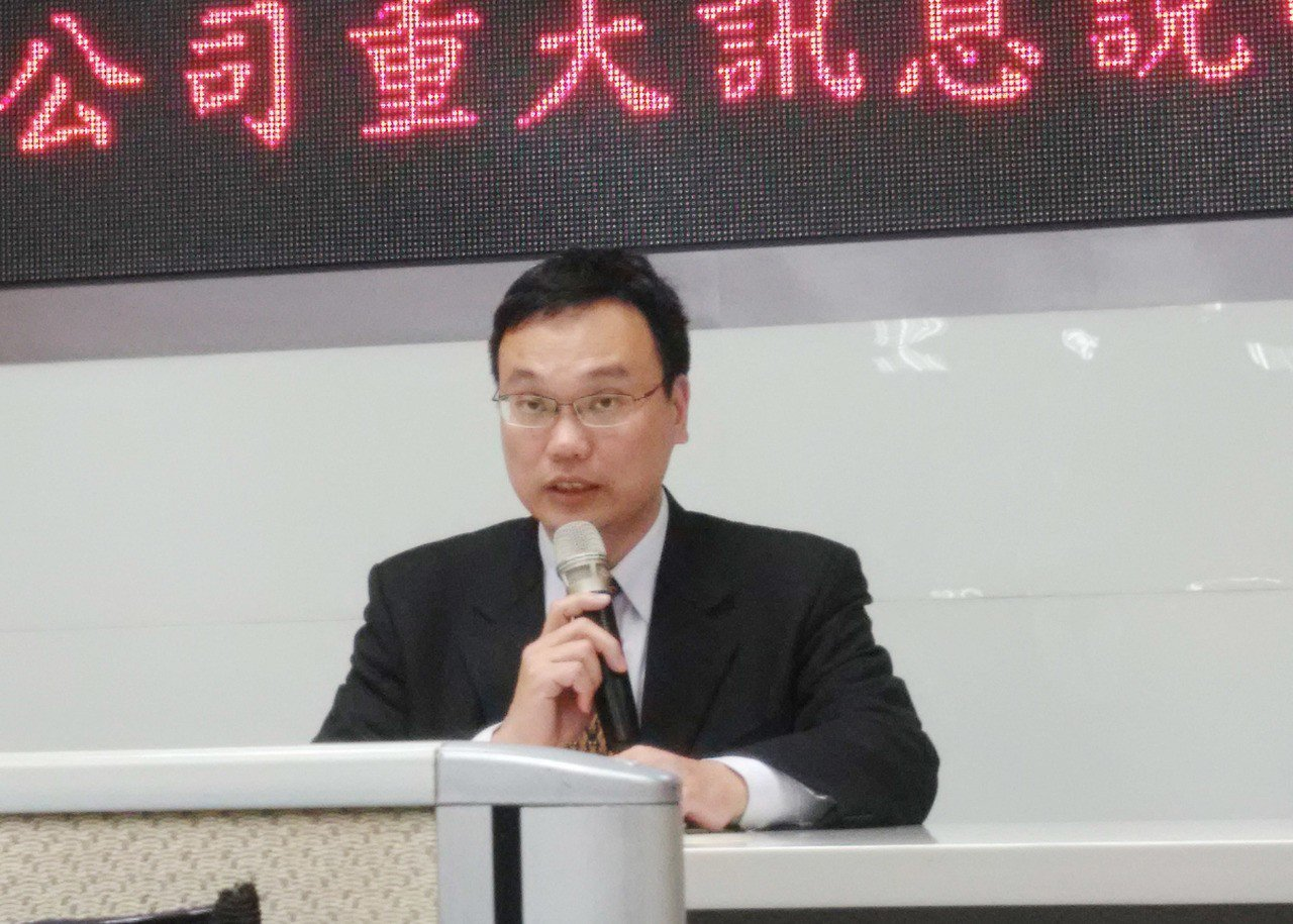 面板廠中華映管公司總處長黃世昌12日晚間在台灣證券交易所重大訊息記者會宣布,對轉...