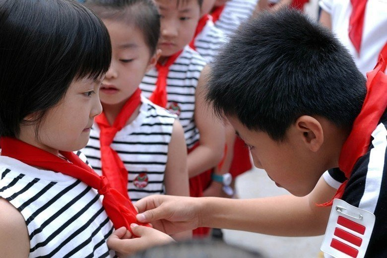 如今中國充斥愛國主義的中小學教科書,難以讓孩子摘掉脖子上的紅領巾,成為現代公民。...