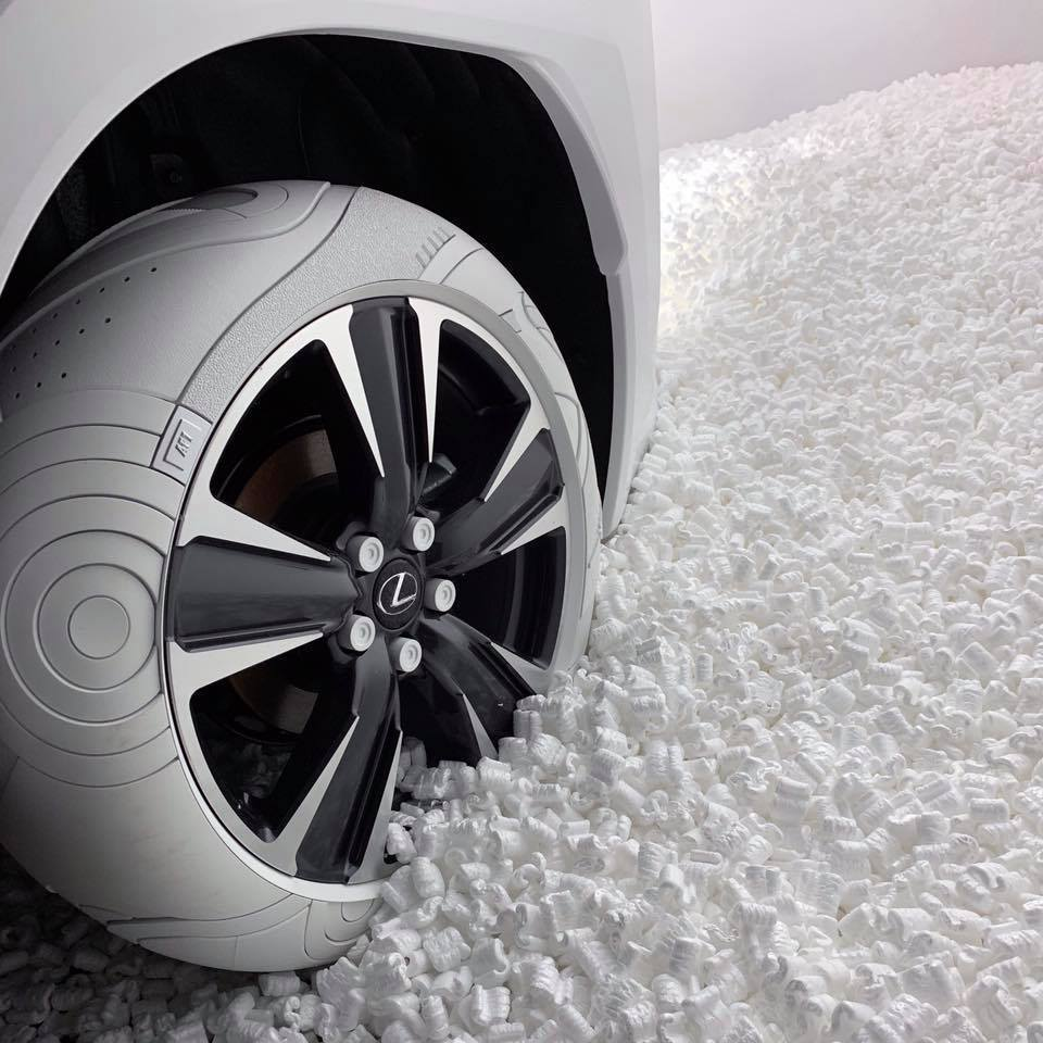 John Elliot所設計,融入Nike Air Force 1鞋款元素的輪胎。 摘自carscoops