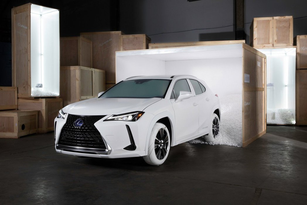 Lexus UX John Elliot Air Force 1。 摘自cars...