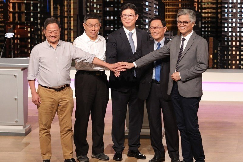 2018年11月9日,台北市長候選人李錫錕(左起)、柯文哲、姚文智、丁守中、吳洋...