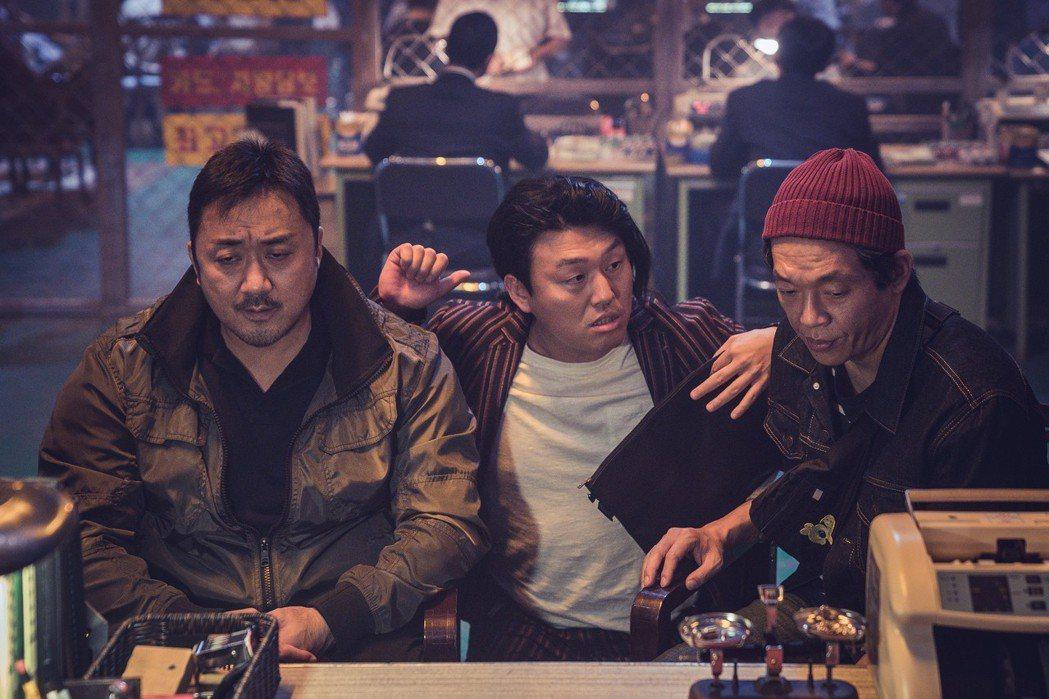 馬東石(左)在韓片「非賣品」演技精湛。圖/friDay影音提供