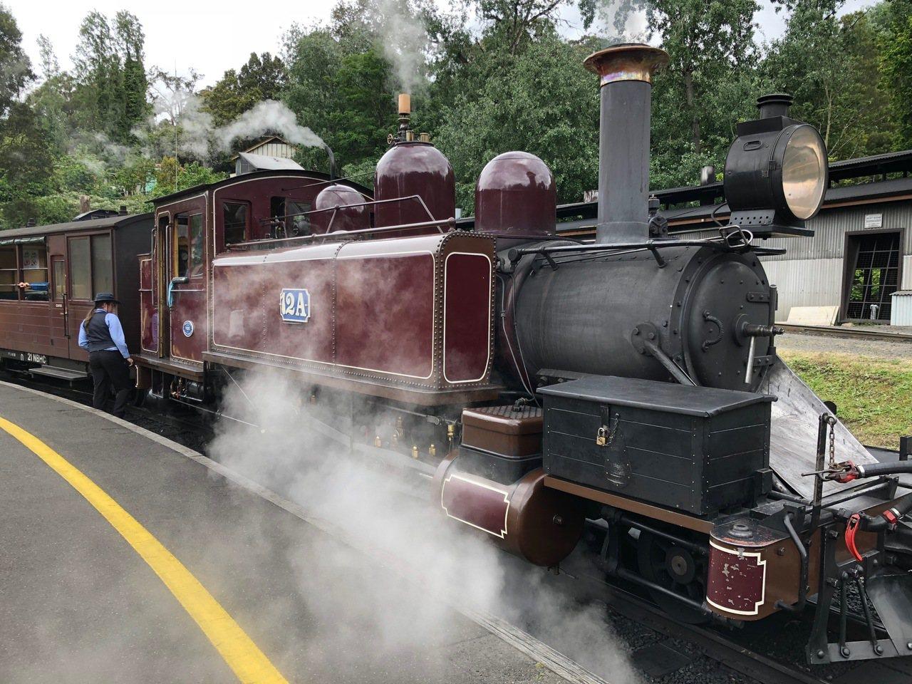 普芬比利(Puffing Billy)是澳洲最古老的蒸汽火車。記者錢欽青攝影。