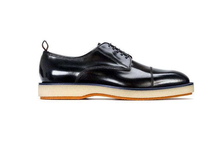 趙又廷現身機場時搭配了BOSS黑色休閒皮鞋。圖/BOSS提供