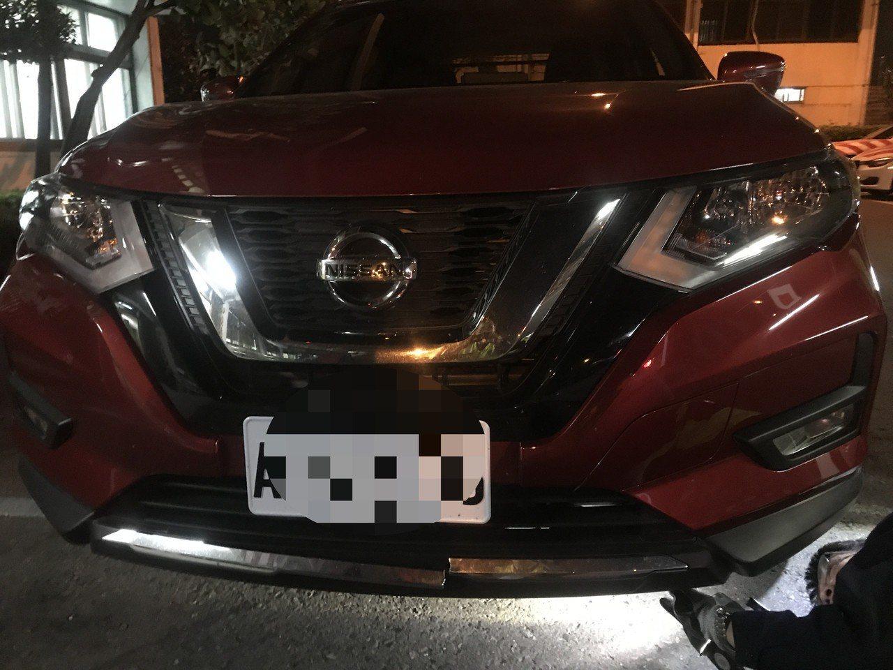 謝姓駕駛開的休旅車疑似輾過韓姓男子。記者林敬家/翻攝