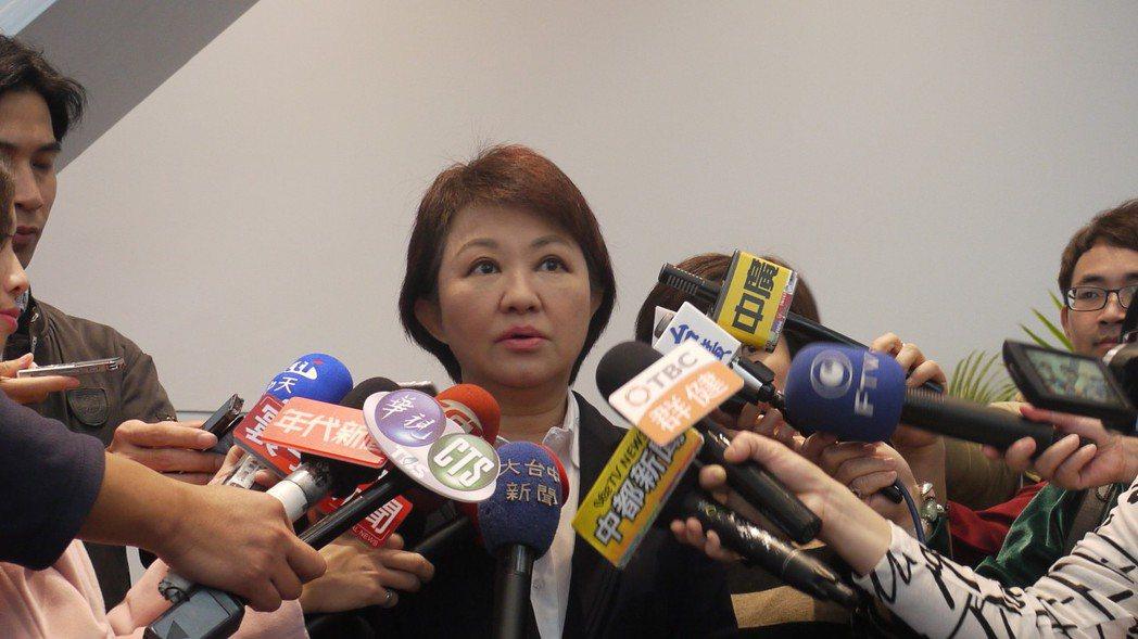 台中市長盧秀燕表示,市府財政嚴峻,選舉政見「恢復老人健保補助」,上半年追加預算確...