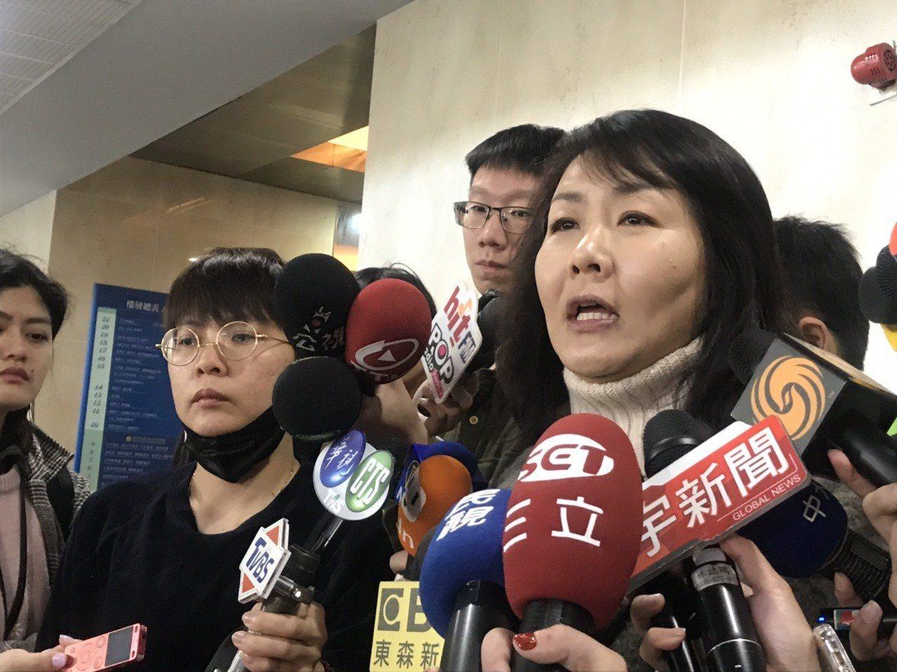 機師工會罷工進入第五天,機師工會常務理事陳蓓蓓表示,以平均一位機師一天薪資是1萬...