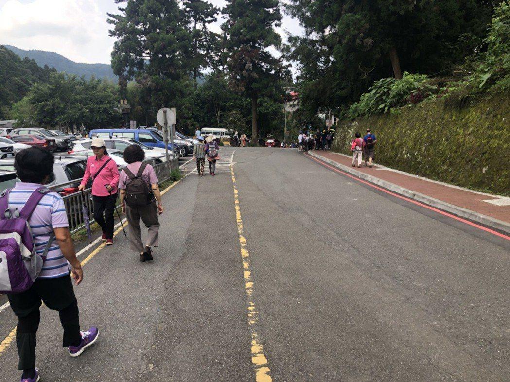 走路有益健康。記者江良誠/攝影