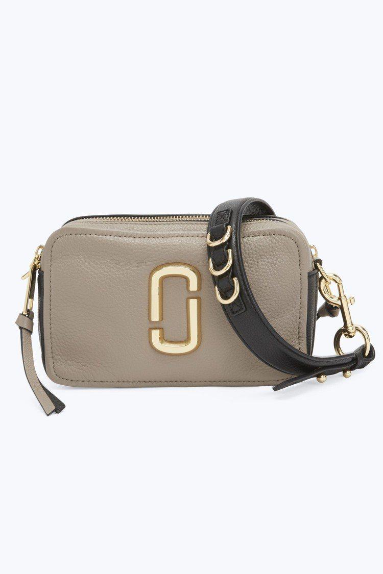 奶茶褐Softshot包,15,900元。圖/Marc Jacobs提供