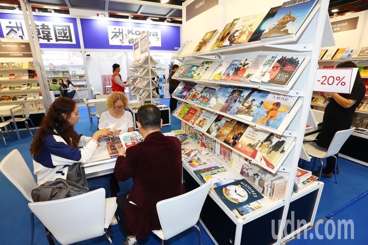 第27屆台北國際書展上午開幕,國際書區有來自法國、韓國和日本和以色列等國書籍,展...