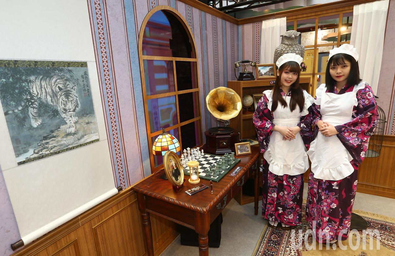 「北城百畫帖」展區,以1935年台灣博覽會期間的台北喫茶店為背景,在歷史事件裡注...