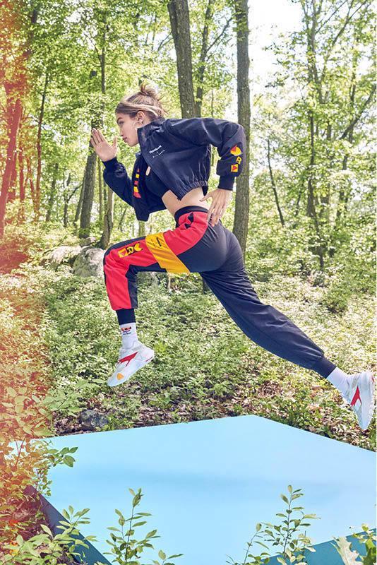 REEBOK推出一系列高端運動時尚單品,由品牌代言人吉吉‧哈蒂德(GIGI HA...