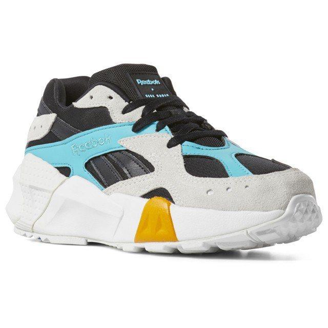 REEBOK x GIGI HADID復古慢跑鞋AZTREK ,售價3,050元...