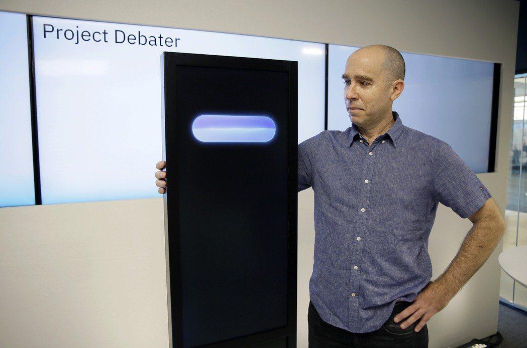 IBM的AI辯論軟體「Project Debater」和開發者Noam Slon...