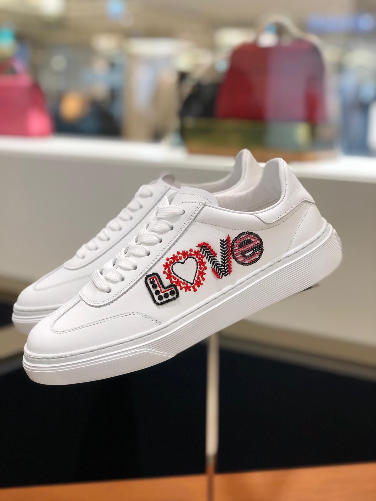 HOGAN LOVE女士休閒鞋,17,300元。圖/迪生提供