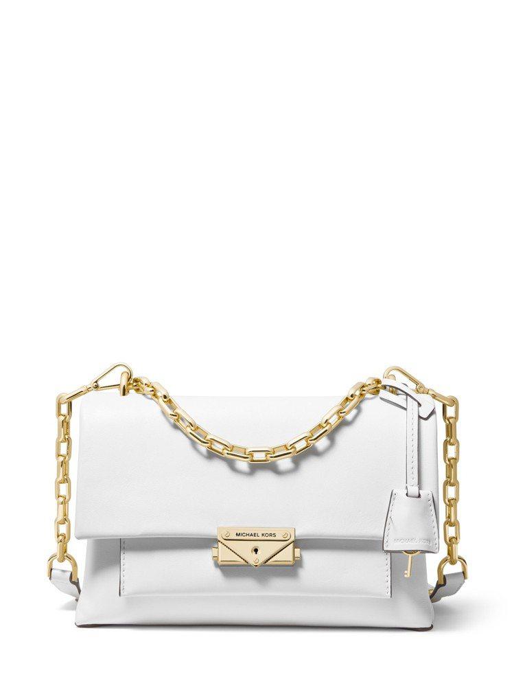 CECE白色鍊帶肩包,售價17,500元。圖/MICHAEL KORS提供