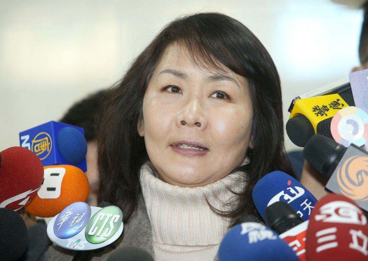 華航機師罷工進入第五天,機師工會常務理事陳蓓蓓表示,華航資方一直沒有提出對案,反...