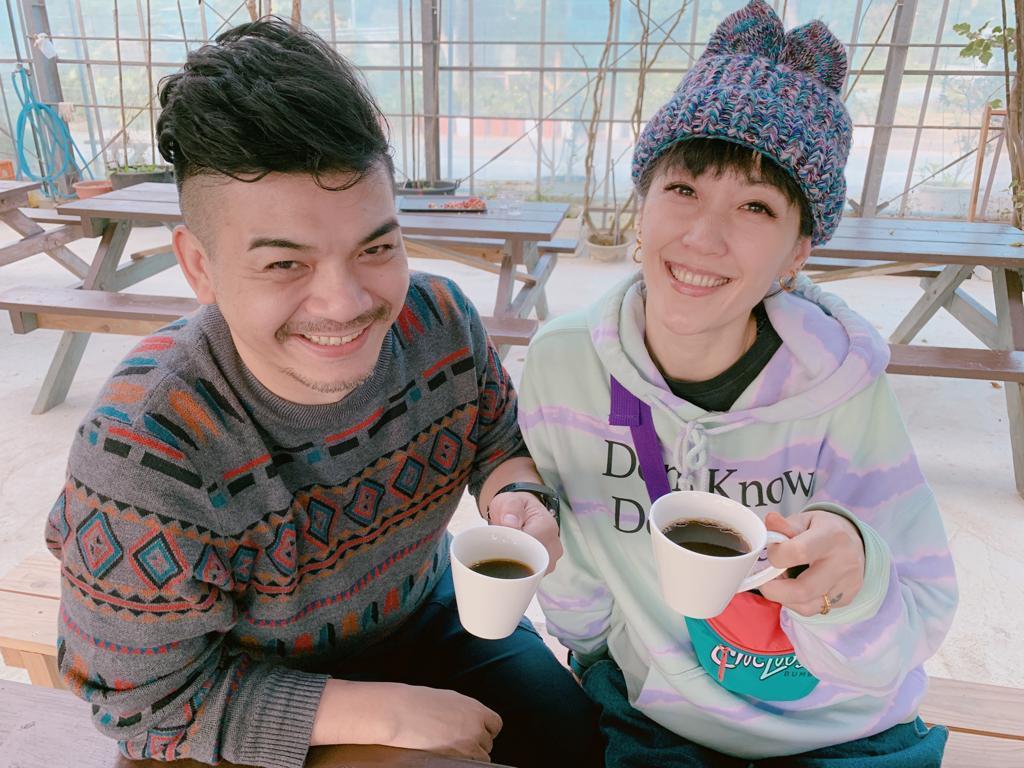 史丹利和Gigi到沖繩旅行。圖/艾迪昇提供