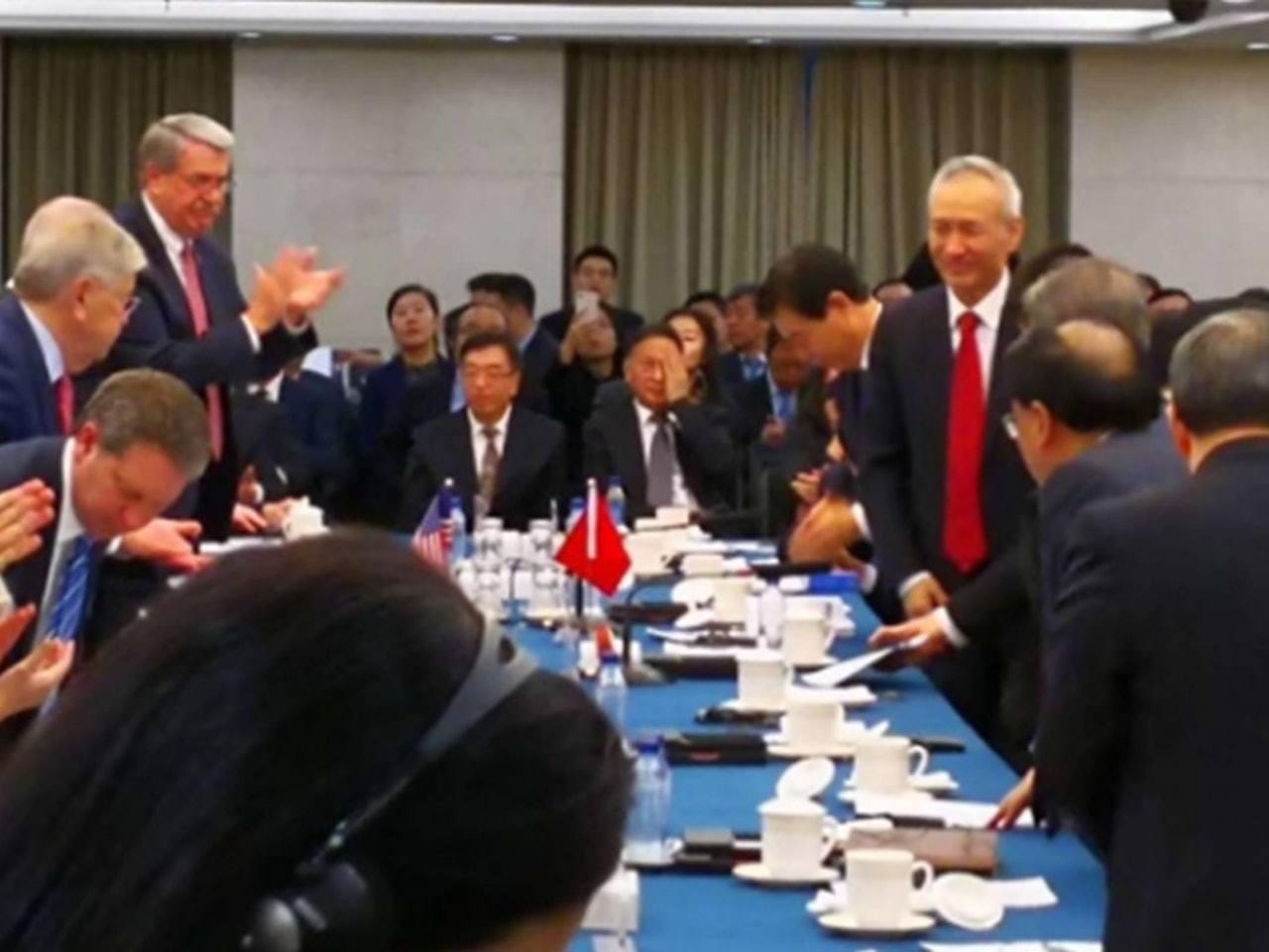 據曝光的照片顯示,大陸國務院副總理劉鶴現身中美談判,雙方代表都笑容滿面,談判氛圍...