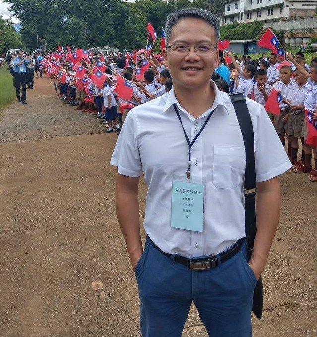 佳里奇美醫院急診室主任朱逢源8年前參加奇美醫療服務社,每年參與奇美醫療服務社海外...