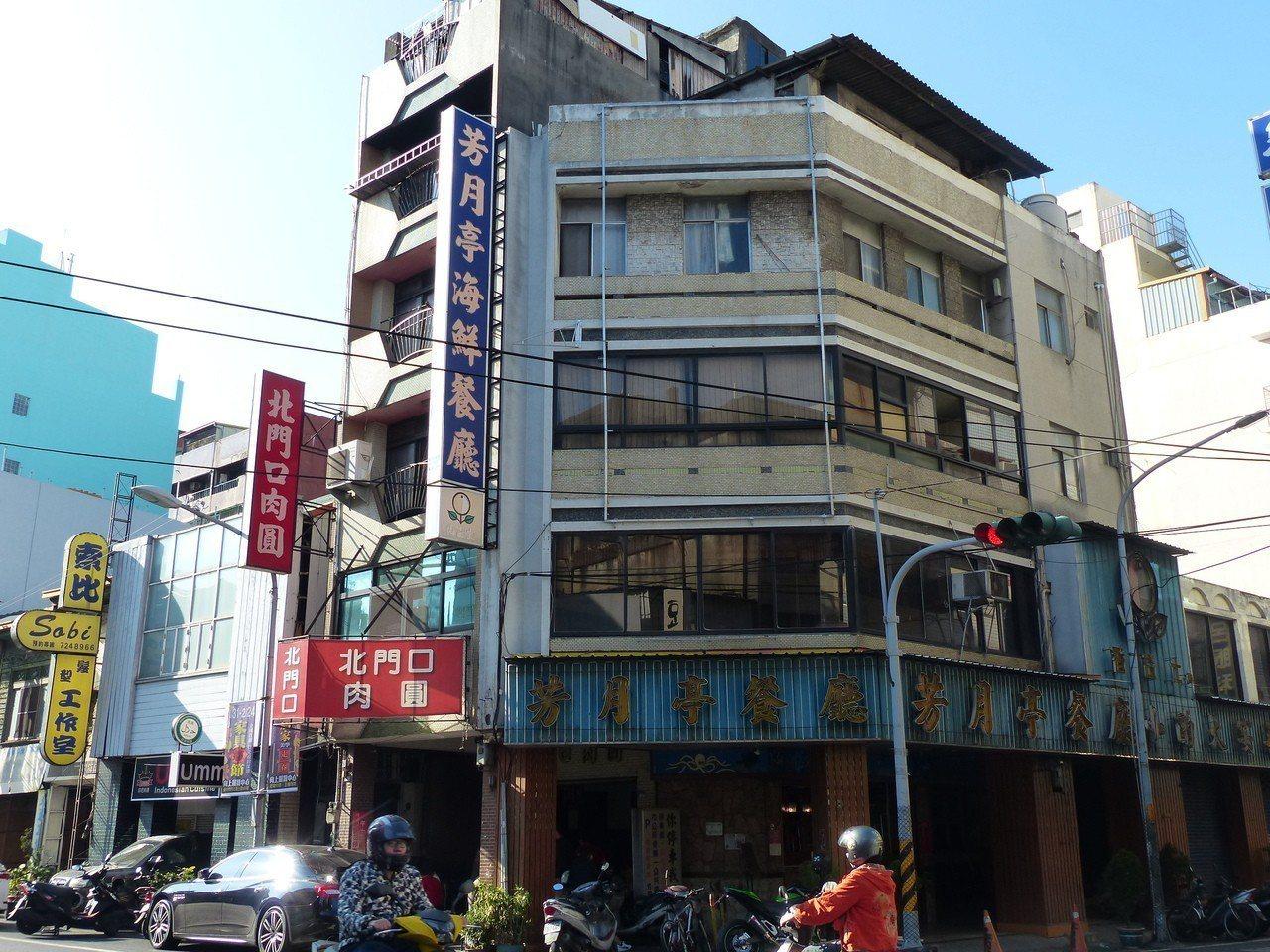 創立一甲子的彰化市芳月亭餐廳,將在月底熄燈,讓老饕十分不捨。記者劉明岩/攝影