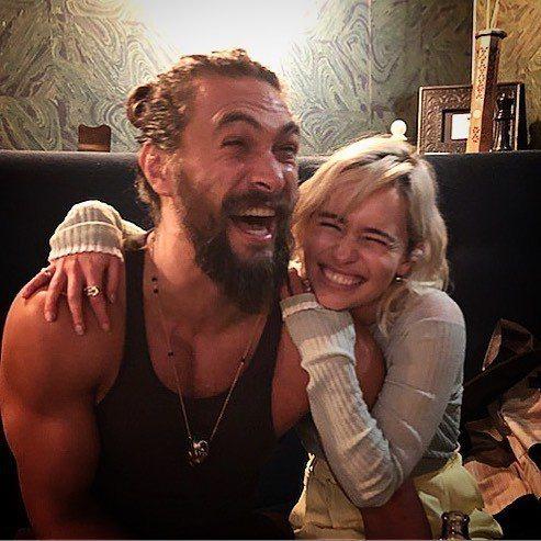傑森摩莫亞與艾蜜莉亞克拉克重逢仍然有說有笑。圖/摘自Instagram