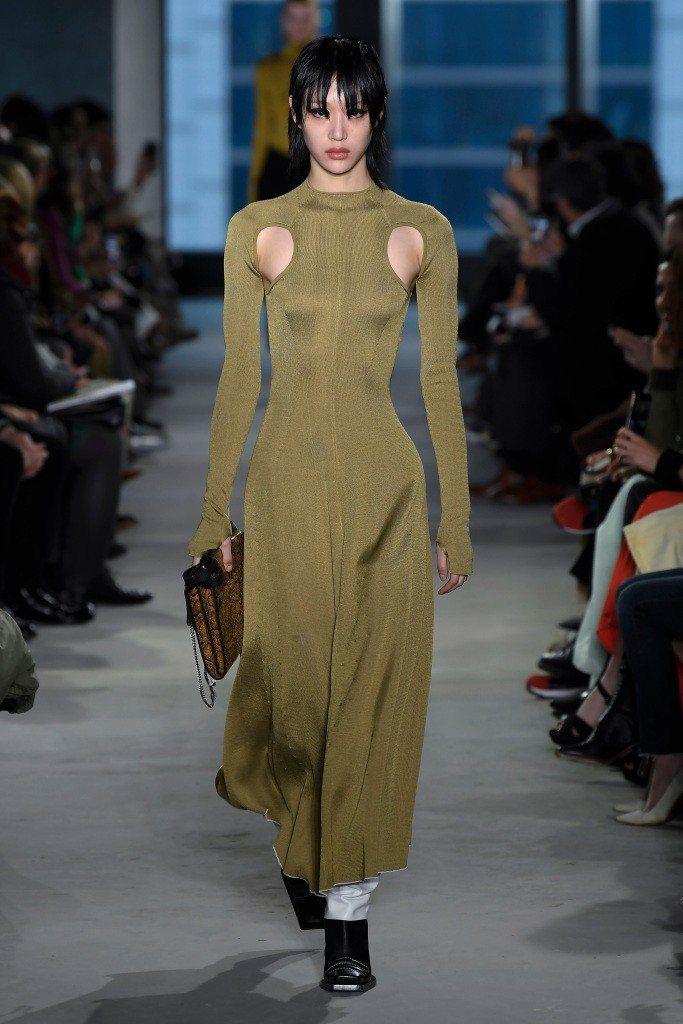 Proenza Schouler打造新型態女人的穿著。圖/摘自WWD