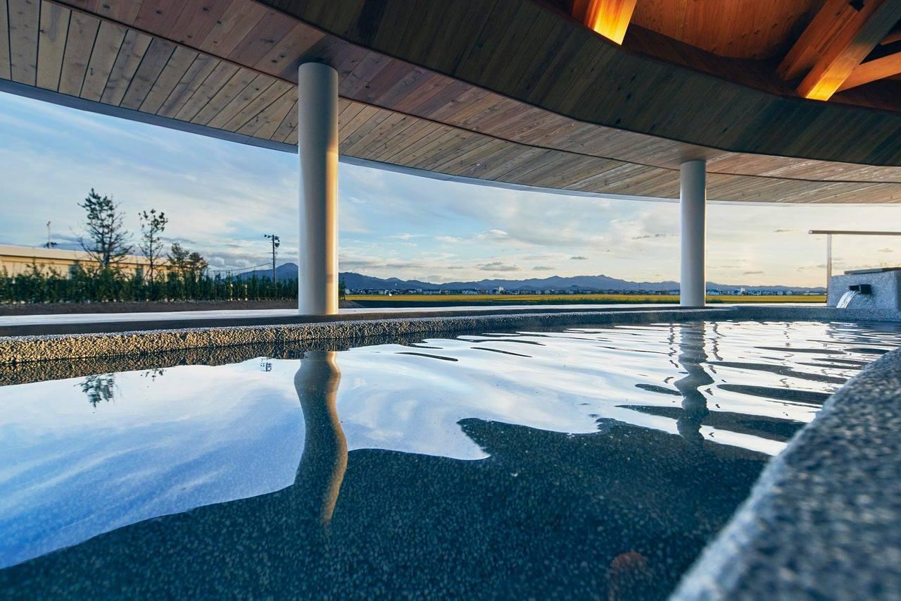 飯店內的溫泉,能享受自然風光的泡湯樂。圖/取自Shonai Hotel Suid...