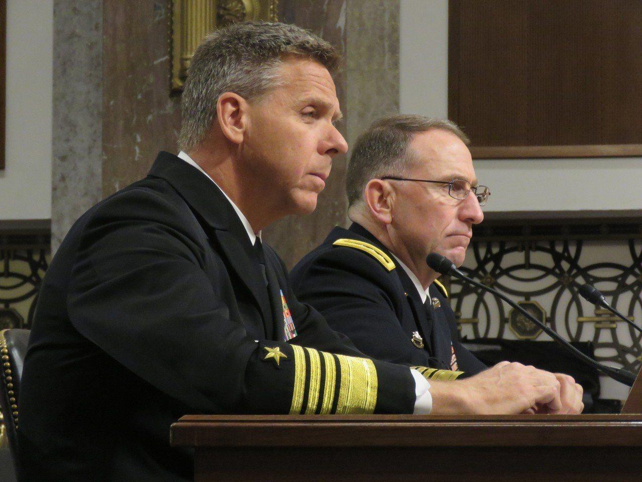 美國印太司令部司令戴維森(左)12日出席參院軍委會聽證會。華盛頓記者張加/攝影