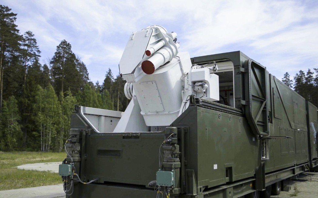 俄羅斯積極發展雷射武器,圖為俄羅斯電視台2018年3月發表的畫面,顯示一套雷射武...