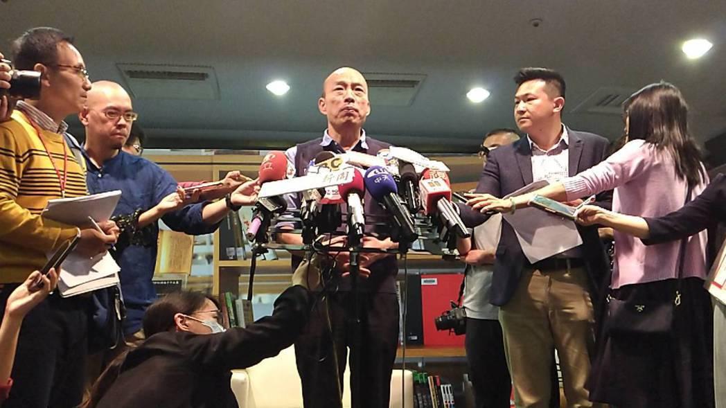 高雄市長韓國瑜說,講「攤販經濟」有點嚴重,他寧用「庶民經濟」形容。 記者蔡孟妤/...