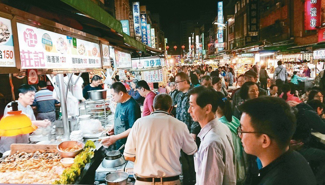 高雄六合夜市過年期間遊客人數約增加兩、三成。 圖/聯合報系資料照片