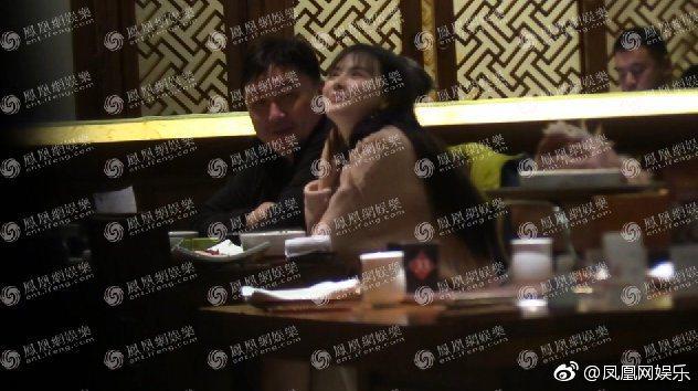 王晶與自己力捧的23歲巨乳女演員雲千千一起到公寓共度春宵。圖/擷自鳳凰網娛樂微博