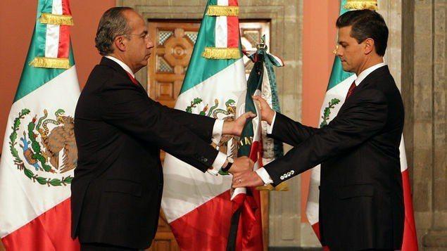墨國前總統潘尼亞尼托(右)遭證人指證曾收受古茲曼賄賂。 (法新社)