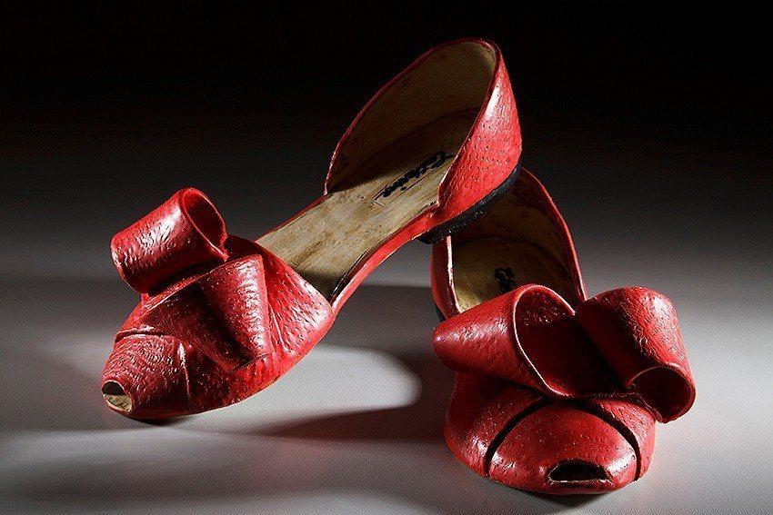 《紅色花結平底鞋》。 陶博館/提供