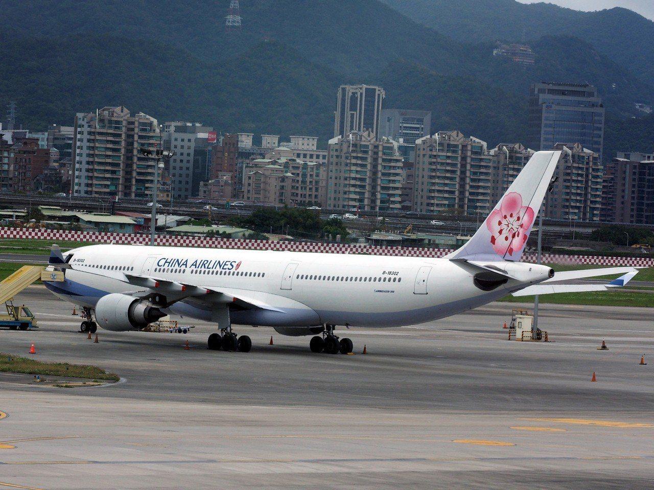 華航機師罷工13日進入第六日,今日紅眼談判後,終於有突破性的進展。歐新社