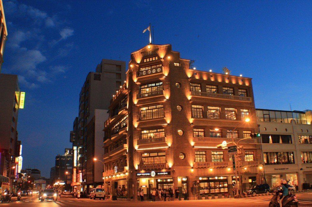 林百貨燈光美氣氛佳,是青年男女求婚的好所在。 林百貨 提供