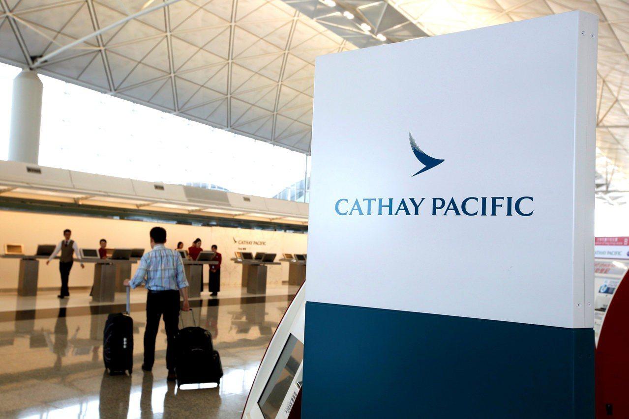 國泰航空昨日發給員工內部電郵,指公司決定關閉駐多倫多的機艙服務員基地,日內將與員...