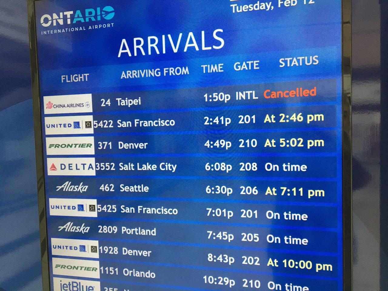 美國安大略機場華航班機繼12日取消後,13日再次取消,旅行社稱有幫客人改簽。 記...