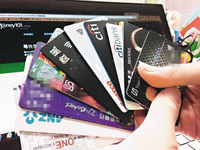 銀行提供刷卡繳學費分期0利率,可滿足各種資金調度需求的卡友。 報系資料照